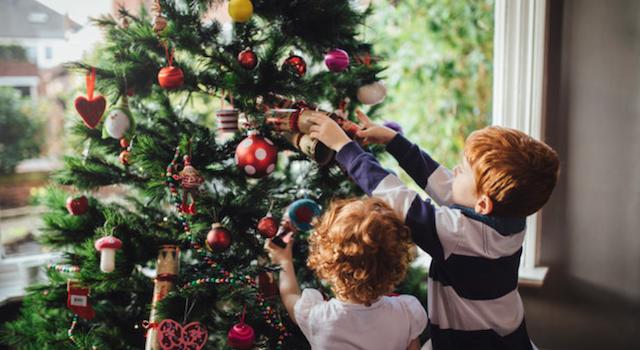 5 + 1 λόγοι που αγαπάμε να στολίζουμε το χριστουγεννιάτικο δέντρο