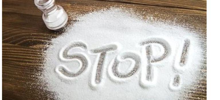 Ζάχαρη κι αλάτι: οι λευκές σκόνες της διατροφικής μας συνήθειας